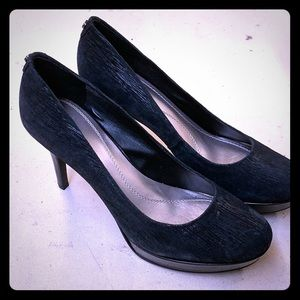 Black Tahari Heels with small platform